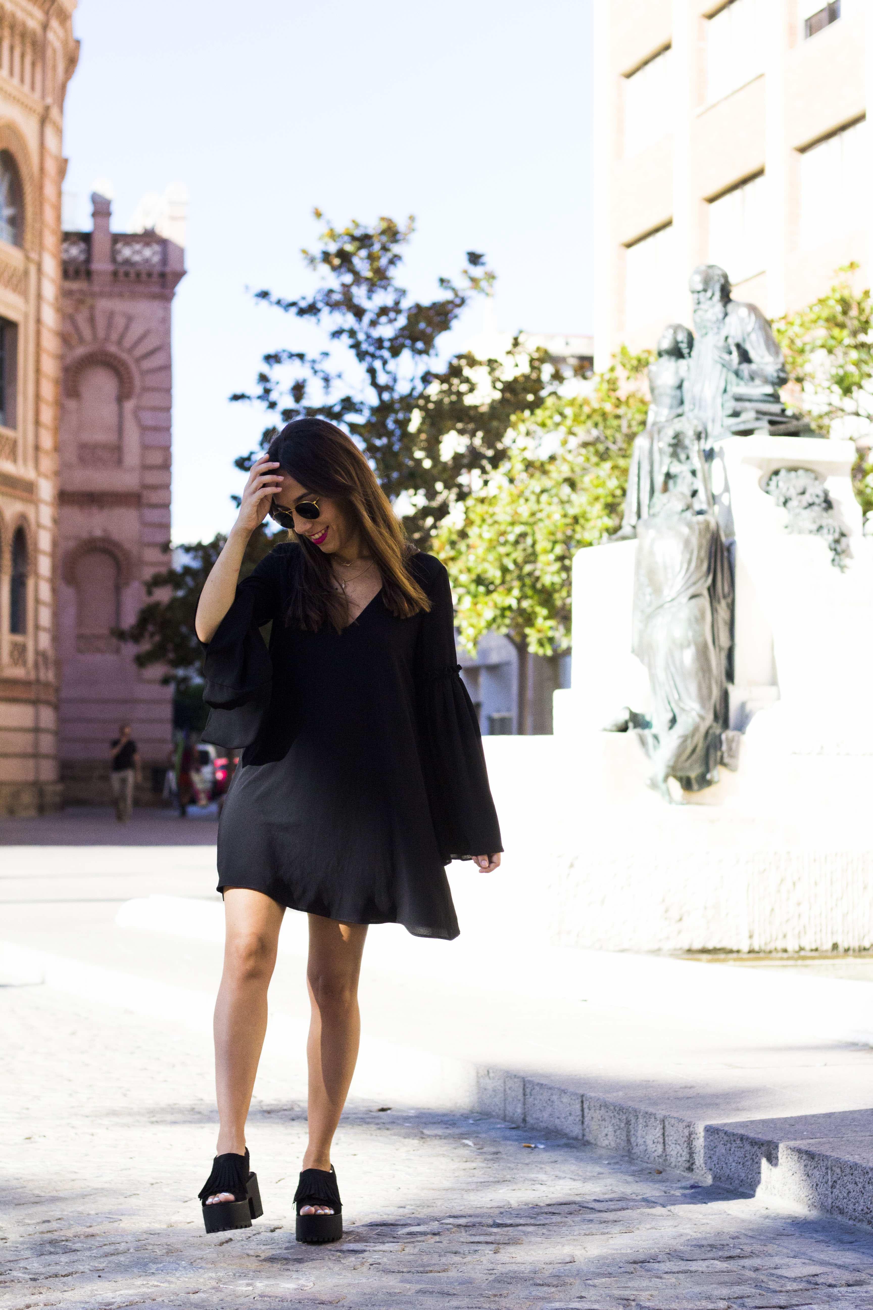 vestido_negro-mangas_campana1