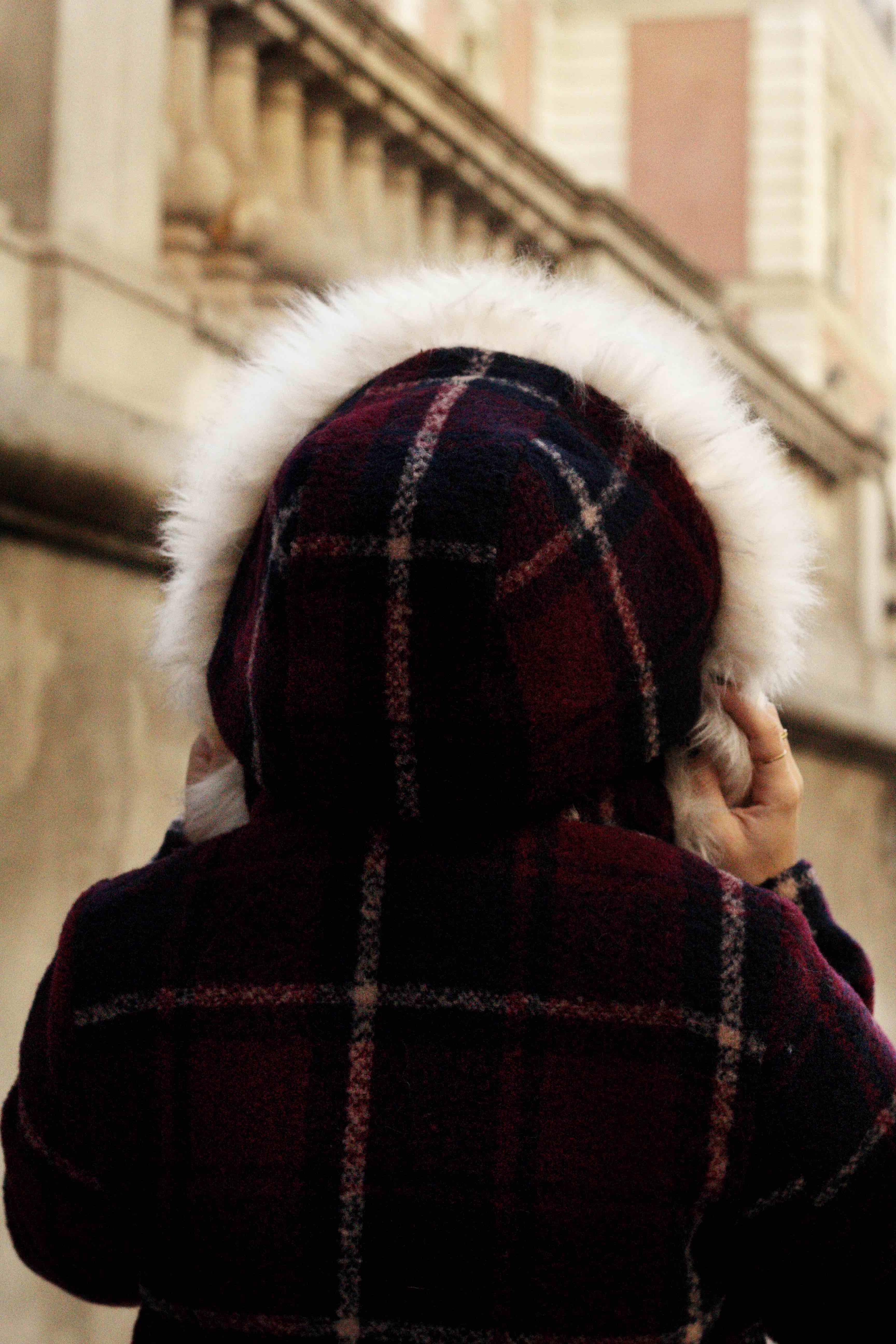 abrigo con gorro de pelos